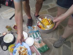 Пикник над с. Ягодина. В менюто ни много успешно намери място варения ориз!